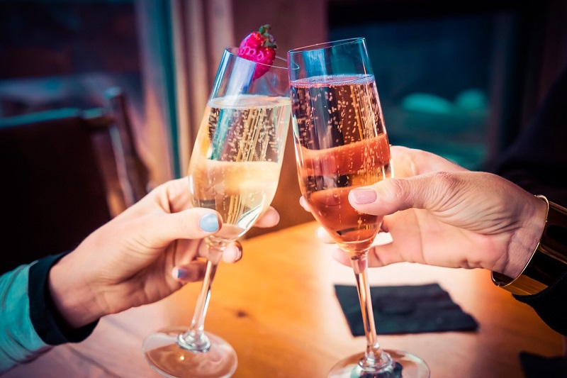 vino spumante - brindisi