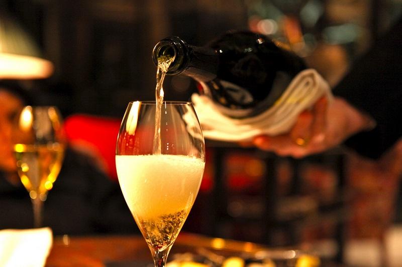 dom-perignon-bicchiere-di-champagne