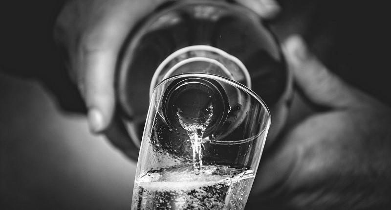professione-sommelier-bottiglia-vino