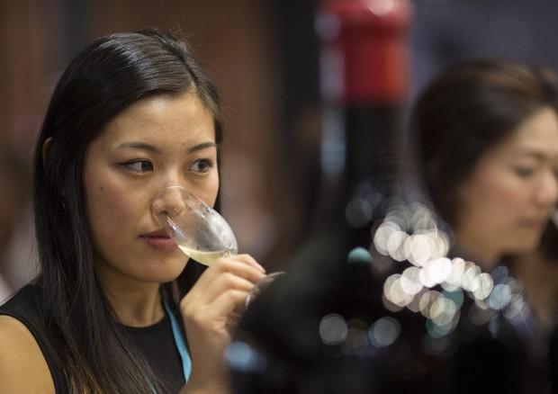 calici cinesi consumo vino cina